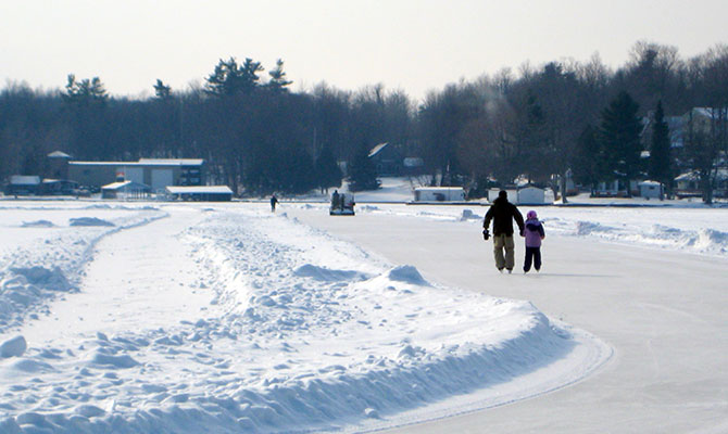 A sunnier day on the big oval in Portland, Ontario in 2008. Photo: Lucy Martin
