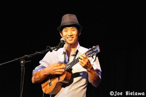 Jake Shimabukuro in performance in 2010. Photo:Joe Bielawa, Creative Commons