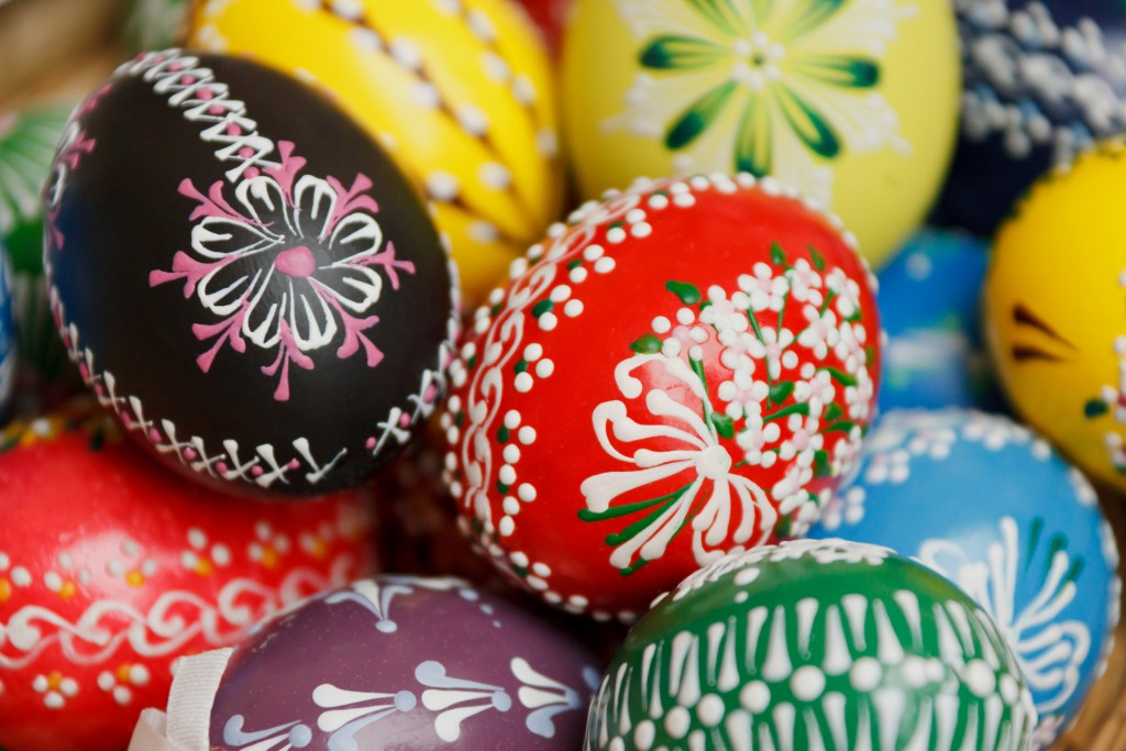 Basket of hand-painted Easter eggs. Photo: public domain