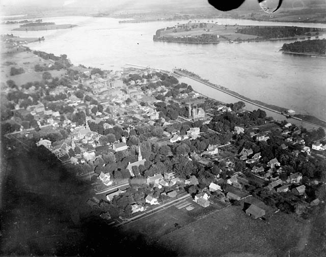 An aerial view of pre-seaway Morrisburg.  Library and Archives Canada, MIKAN# 3261497