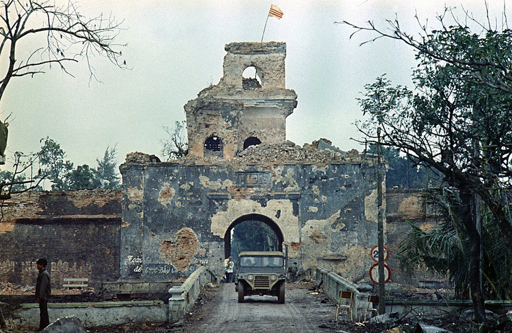 The old citadel of Hue during the Tet Offensive in Febuary 1968. Photo: manhhai, Creative Commons, some rights reserved