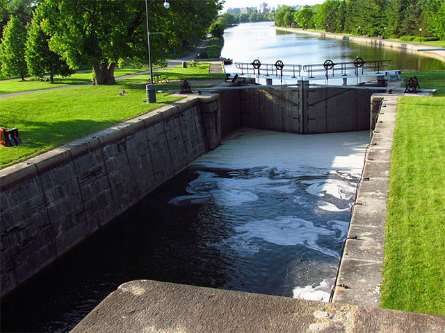 Hartwells Lock #10, Rideau Canal. Photo: D. Gordon E. Robertson, Creative Commons, some rights reserved