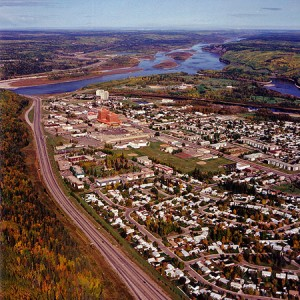 Pro: The Oil sands boom leaves a big imprint on the economy. Ft. McMurray, ALberta, shown here in 1991, has grown to almost 70,000 residents today. Photo: Gord McKenna, Creative COmmons, some rights reserved