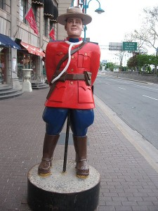 Puppet of a Canadian Mountie, Niagara Falls (Ontario), Canada. credit: Oskarp at wikivoyage shared